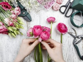 making-bouquet